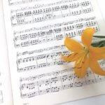楽譜と百合