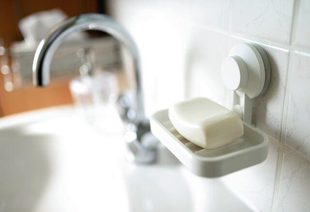 石鹸と蛇口の写真